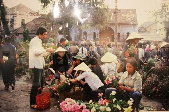Chợ hoa ngày Tết Hà Nội năm 1982