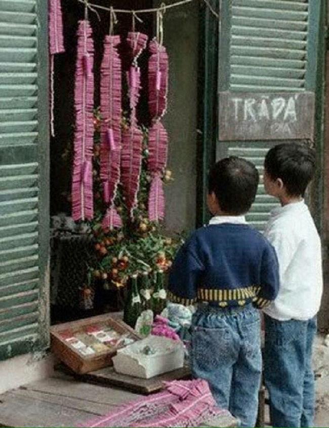 Những đứa trẻ của thập niên 1990 háo hức khi nhìn những bánh pháo hồng rực